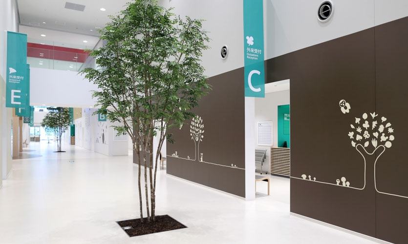 Outpatient floor's 'Green sign'. Easy to find diagnosis and treatment department in the large space.