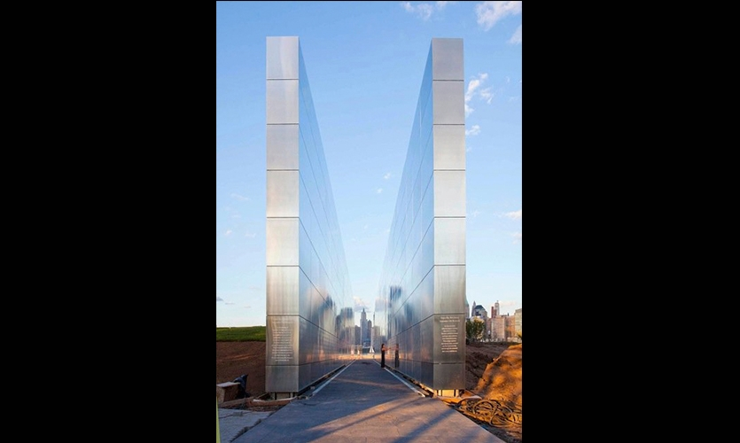Straight-On View of Walls, Empty Sky: The New Jersey 9/11 Memorial, State of New Jersey Department of Treasury, Frederic Schwartz Architects