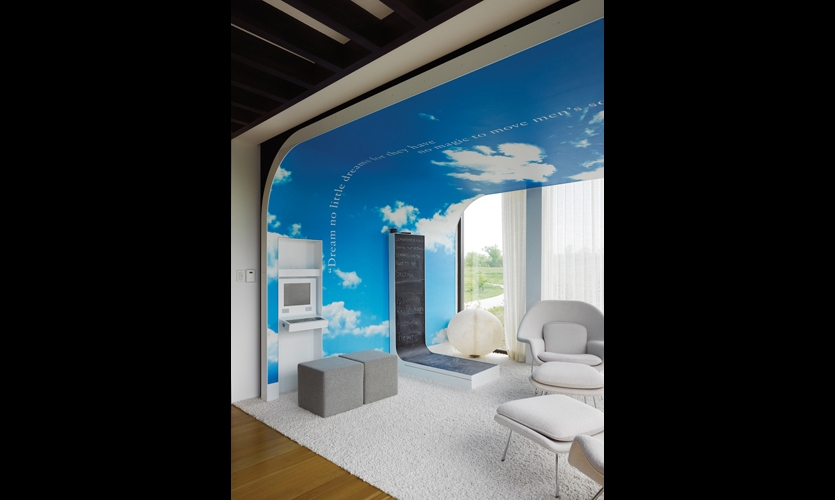 The Dream Room encourages blue-sky thinking. Cantilevered over the infinity pond, it provides the blue sky via a digital mural printed by Photo Lab Inc., Cincinnati. (Photo: Ryan Kurtz)