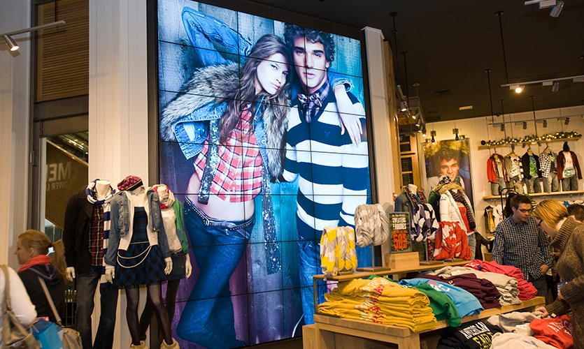 Retail Screen, American Eagle Outfitters Flagship Spectacular, American Eagle Outfitters, The Barnycz Group