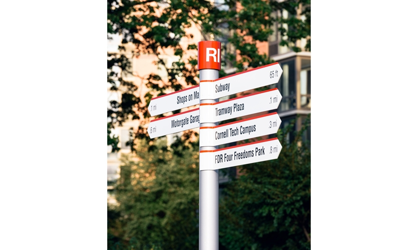 Directional fingers guide visitors to major destinations while offering key information such as distances—clearly communicating the island's walkability.