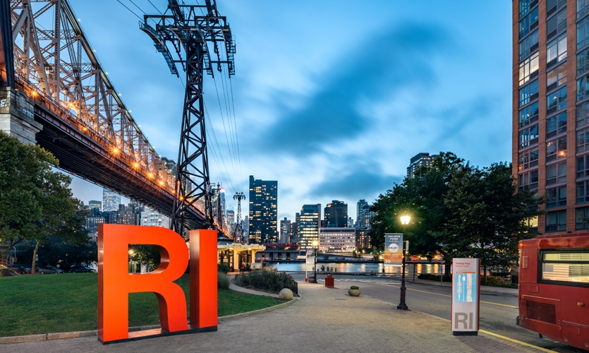 Entro | CVEDesign (New York) joined forces with The Hudson Companies, Inc., the Roosevelt Island Operating Corporation and the local community to provide an enduring wayfinding and placemaking solution for the area's growing population.