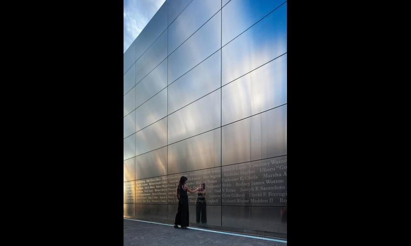 A single row of 4- by 8-ft. stainless steel panels at eye level bears the 476 names of the New Jersey victims in random order. Schwartz and graphic design partner Alexander Isley knew that visitors would be compelled to touch the names. (Photo: © David Sundberg/Esto)