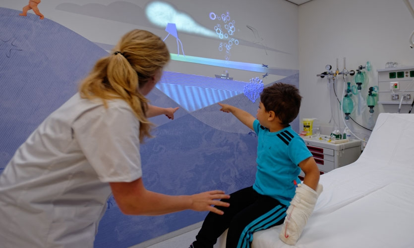 In the most nerve-racking places, such as the treatment rooms, the characters come to life by projected animations