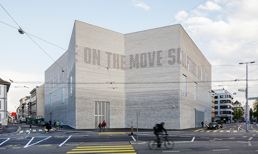 The light frieze subtly enlivens the facade of the Kunstmuseum Basel with words and graphic elements.