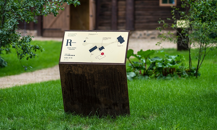 A united wayfinding system guides visitors throughout the museum's territory. The time-affected opposed to the new is organically integrated in the whole territory of the farmstead.