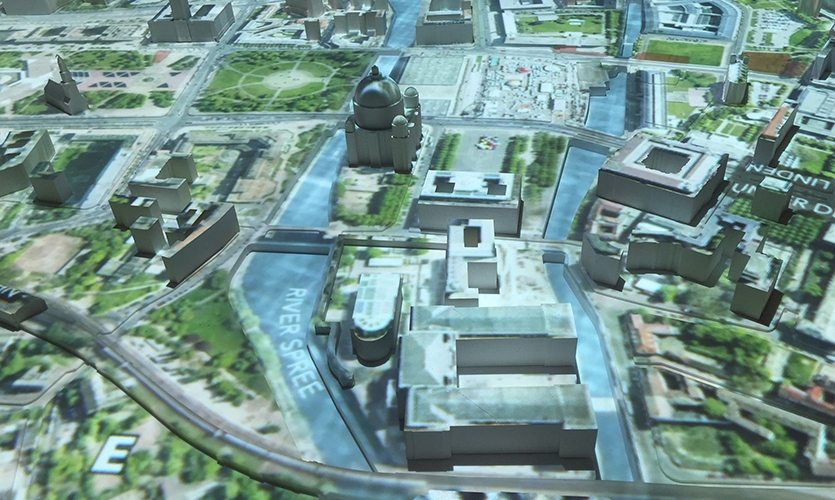 The video is projected via a single BrightSign 4K media player and mapped onto a 1:1500-scale model of Mitte.