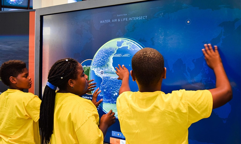 This digital touch wall is designed to help visitors understand the interconnections and interdependencies between earth's air, water and biological systems.