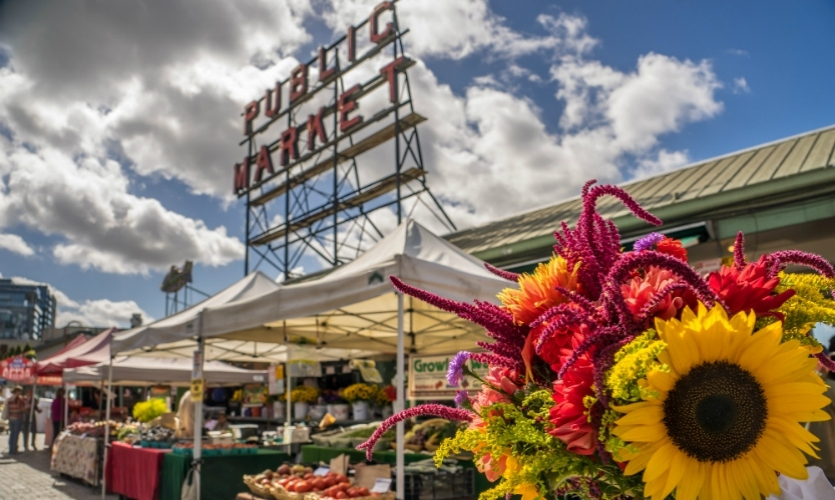 Standard Tours- Waterfront Experience: Explore one of the most popular districts of Seattle including the famous Pike Place Market, home of the first Starbucks, fish-slingers, amazing eateries, flowers and end up along the piers that line Elliott Bay.