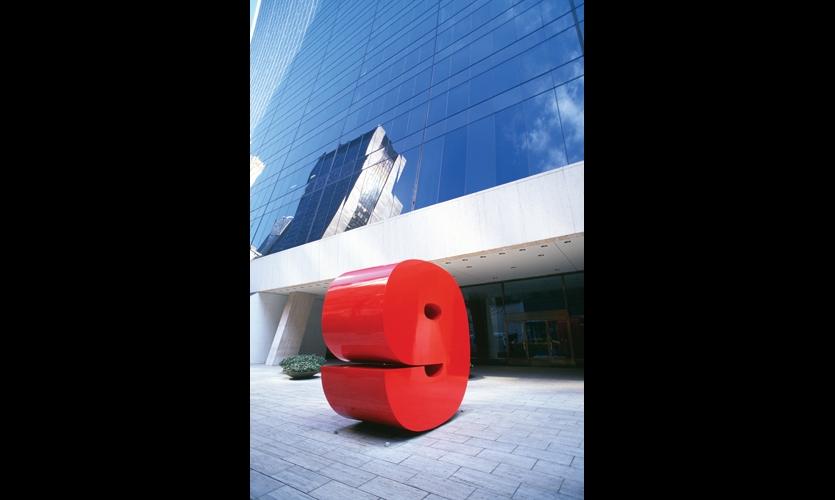 9 West 57th Street, New York (1974). Chermayeff & Geismar's big red sculptural address marker was photographed, celebrated, and copied by designers around the world. (Photo: Chermayeff & Geismar & Haviv)