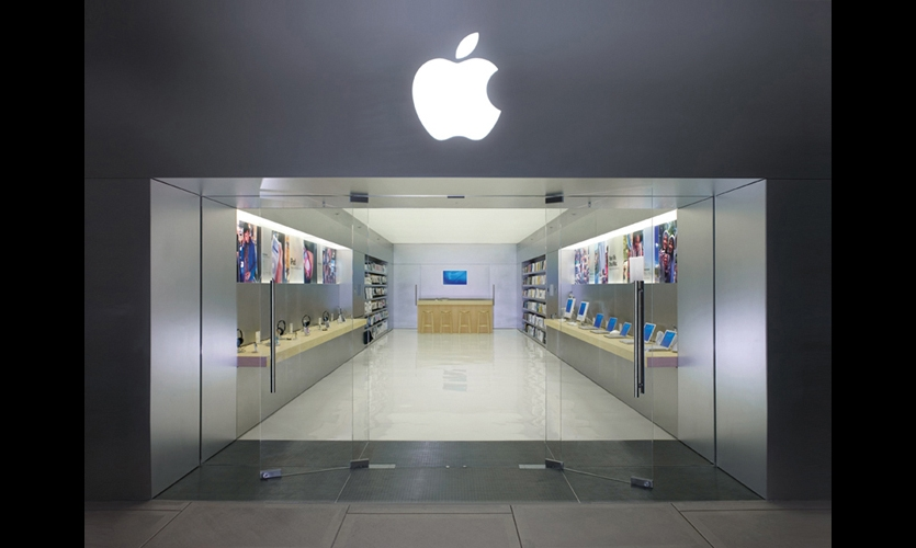 Apple Store (2001). Sleek and museum-like, Eight Inc.'s retail concept for Apple was the ultimate branded environment. It might be the best example yet of seamless melding of product and place. (Photo: Eight Inc.)