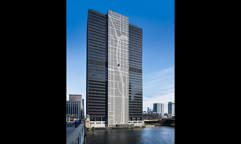 300 South Wacker's new exterior graphics ascend along the river-facing façade from the building's base to almost 40 stories—over 400 feet —into the Chicago skyline.