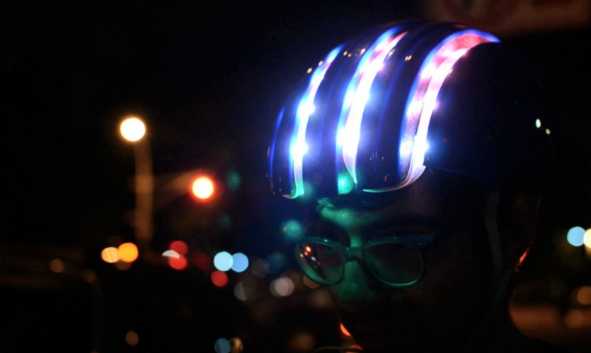 Adafruit's bike helmet is equipped with an LED strip and FLORA GPS that helps bikers find their way to the nearest Citi Bike station.