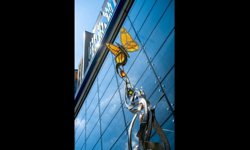 The butterfly and caterpillar represent life, growth and the transformative nature of research. (Architects: GBBN Architects. Artist: Brian Russell. Art Partner: Art Design Consultants)