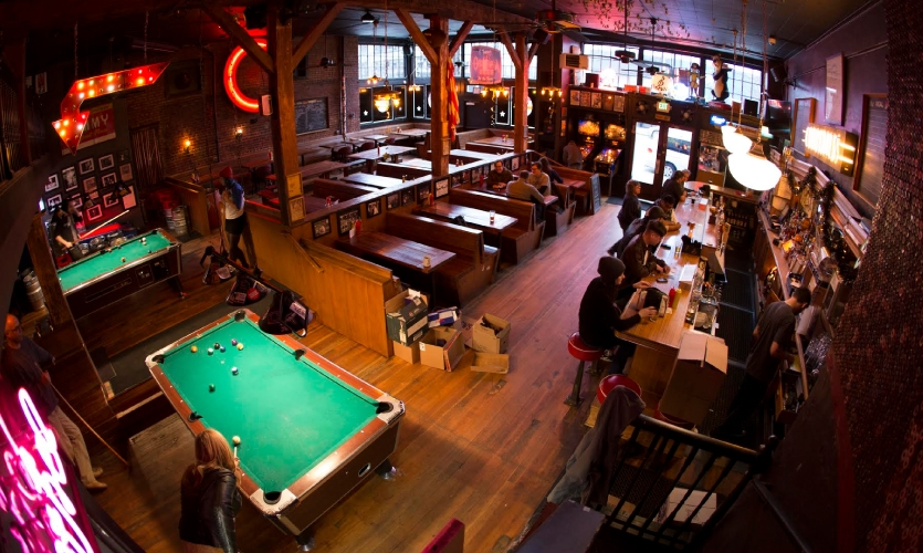 """Looking for a """"real"""" bar with bar food? Meet us at Comet Tavern. (Photo: Comet Tavern)"""