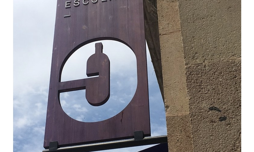 Reversible logo (Barcelona): Gotta hand it to 'em. The e works either way.