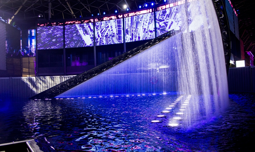 The projector lifts at the Place Des Lumières had to be built to resist water infiltration because of their proximity to the fountain.