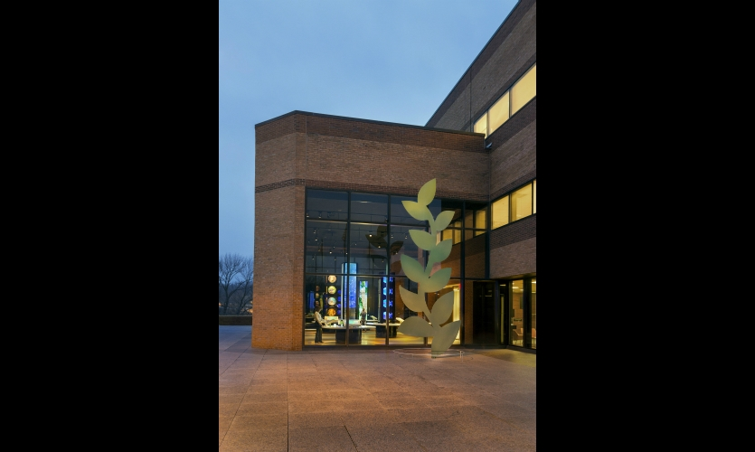 The 2,500-sq.-ft. visitor center was relocated to a highly visible spot behind the entry lobby. The 20-ft.-high exterior sculpture was inspired by the Monsanto logo.