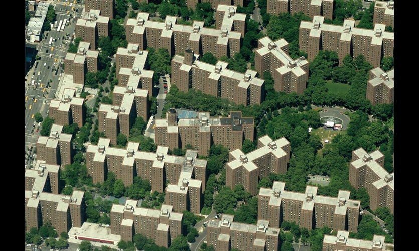Peter Cooper Village/Stuyvesant Town is a massive grid of 56 residential units in Manhattan. With its symmetrical plan and identical buildings, it's notoriously difficult to navigate. (Image: ©Microsoft Corporation)