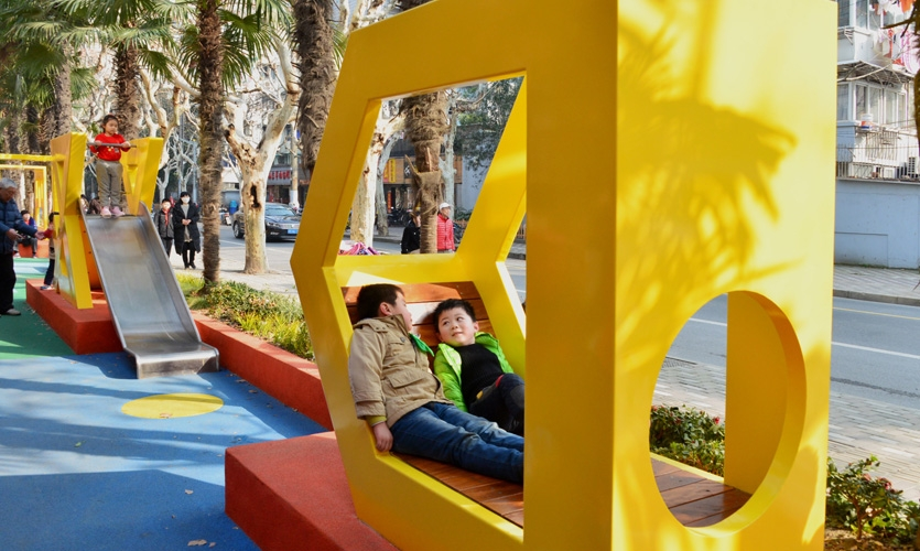 """The logogram becomes the new symbol of the public space, """"D"""" creates relax seating area."""