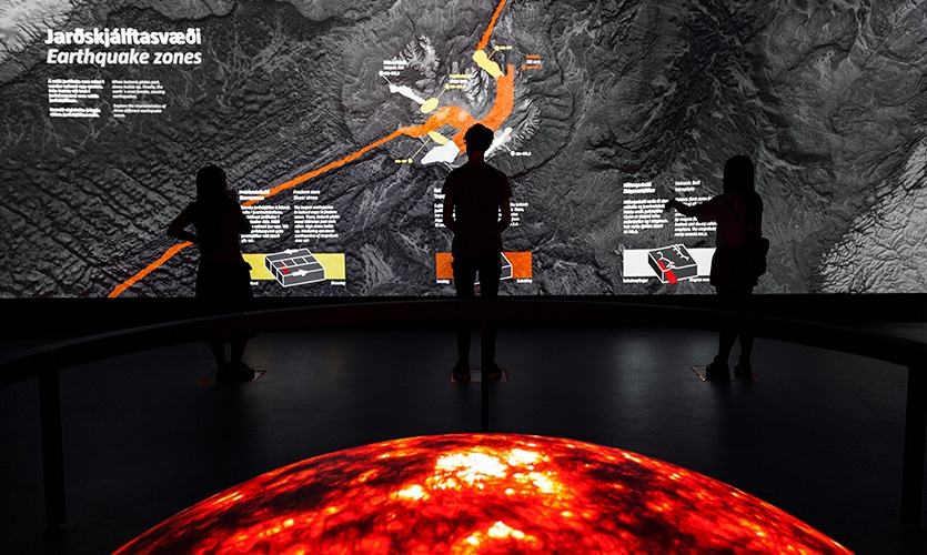 Seismic Zones: An interactive wall that responds to visitors movements and three shaking platters! At once, this installation surprises visitors and educates them about the Riftzone and the Shear zone.
