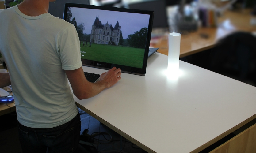 Place Lamp, also designed by Sam Stubblefield, connects to the owner's smartphone and allows the owner to set multiple digital geofences around the lamp to signify their location.