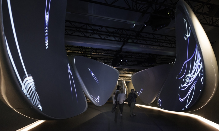 The sculptural forms create a continuous and undulating canvas that expresses seamlessness, blurs the lines of physical and digital and pulls visitors through the experience as their digital avatars soar ahead.