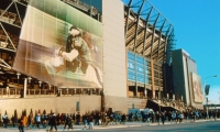 Monumental scrims were the design solution which earned this project a SEGD Global Design Awards 2004 Merit Award. The graphics cladding the ramps of the Philadelphia Eagles' stadium soften the industrial appearance.
