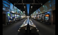 In the News History Gallery, a 120-ft.-long glass case displays 350 front pages dating from the 1600s. To each side, electronic friezes are projected onto 7-ft.-high screens atop themed display cases.
