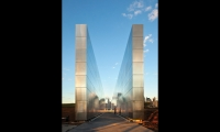 To frame the Empty Sky of its title, Frederic Schwartz oriented the stainless steel walls to draw the eye to the cavity in the Manhattan skyline where the twin towers once stood. (Photo: © David Sundberg/Esto)