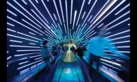 From the queue, visitors ascend on an escalator, surrounded by bluish light and soft music, into the heart of the Dream Cube.