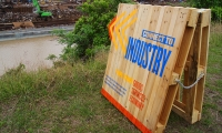 A trail of wayfinding and poetic marquees constructed of up-cycled pallets. Overlooking a recycling facility, nature and industries' relationship to the bayou is emphasized. (image: shipping pallet repurposed as sign)