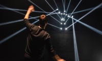 They interpreted the fifteen key nodal points that make up a human body and made them interactive in an immersive and playful light installation.