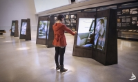 Diptychs: Use hand gestures to explore the content. The large screens create an intimate experience.