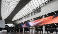A 30-meter-long horizontal LED-panel with six animated videos that elicit awe, curiosity, fascination and a sense of cosmic tranquillity—all while one is waiting for check-in.