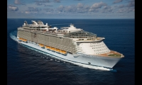 Oasis of the Seas is Royal Caribbean's $1.5 billion, 17-deck floating city. It's the length of three football fields and holds 6,400 passengers. (Photo: Royal Caribbean International)