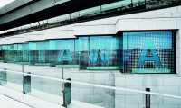 Ottawa Airport: Large letters framed with a dot halo introduce the visual theme of the wayfinding program.