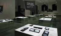 12 levitating surfaces and their sides mirrored in each other and prompted visitors to move through and symbolically observe the role of themselves.