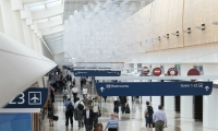 At San Jose International Airport, eCLOUD is inspired by the volume and behavior of an idealized cloud.