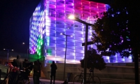 These data are sent over Bluetooth to a computer that runs custom Puzzle Façade software that changes the lights and colors on the media façade in correlation with the interface cube.