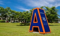 The large letters at UNISINOS became a landscape reference at the campus, and also serve as great photo opportunities for students and visitors. If your name starts with A, B, C, D, or E, you'll want to take a picture there!