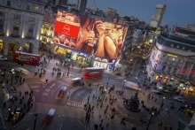 Daktronics 4K Curved LED Display at Piccadilly Circus