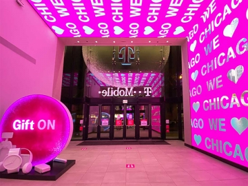 T-Mobile Gift ON Holiday Campaign 2020 Features SuperGraphics